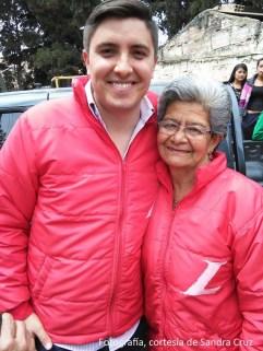 Nicolás Forero (izq), junto a Gladys González.